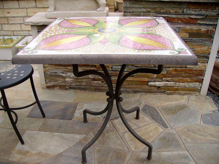 Arredo Giardino Tavolo in pietra lavica decorata
