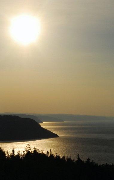 Lever de soleil sur le Fjor du Saguenay, Qc., Canada