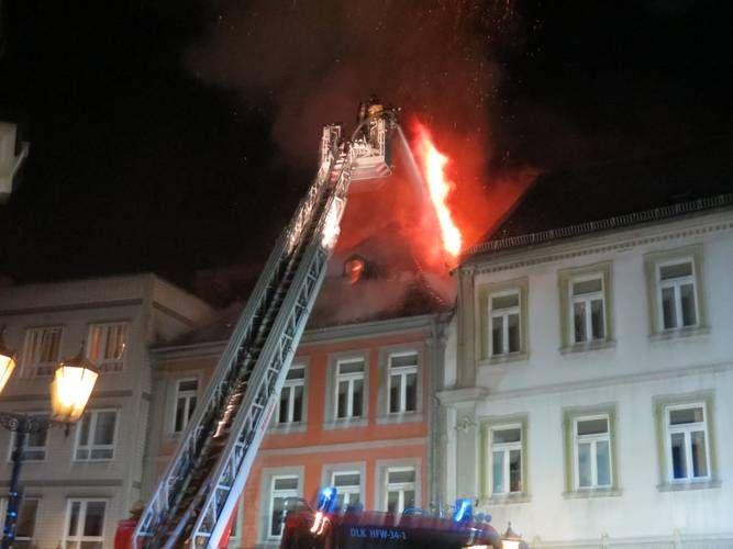 RHEINPFALZ.de: Kaiserslautern: Hoher Schaden und Verkehrsbehinderungen bei Großbrand
