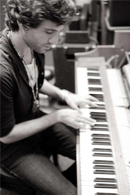 Mika au piano ♥ #Musicien