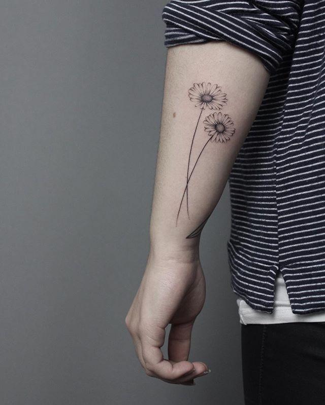 Simple Daisy Tattoo 75 Beautiful Daisy Flowers Tattoos Jerusalem