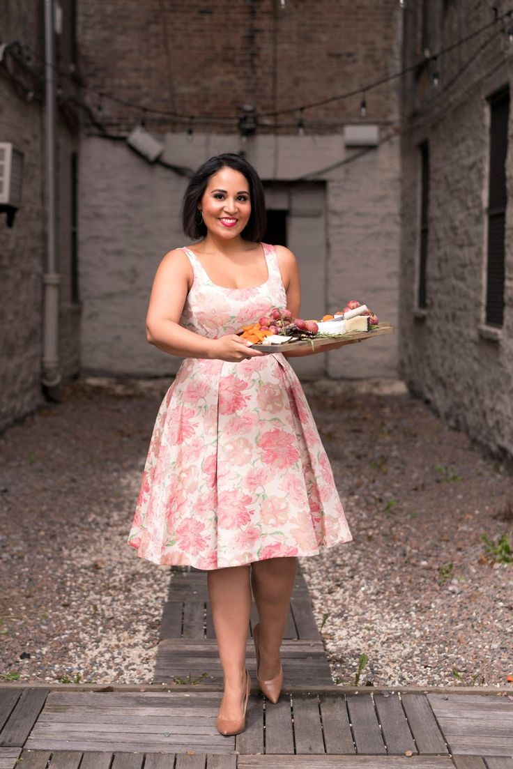 Spring party dress inspiration from Always Order Dessert's Alejandra Ramos and Maggy London. Hispanic Heritage Month, Spring Party, Curvy Style, Curvy Fashion, Casual Wear, Ph, Party Dress, Cocktails, Culture