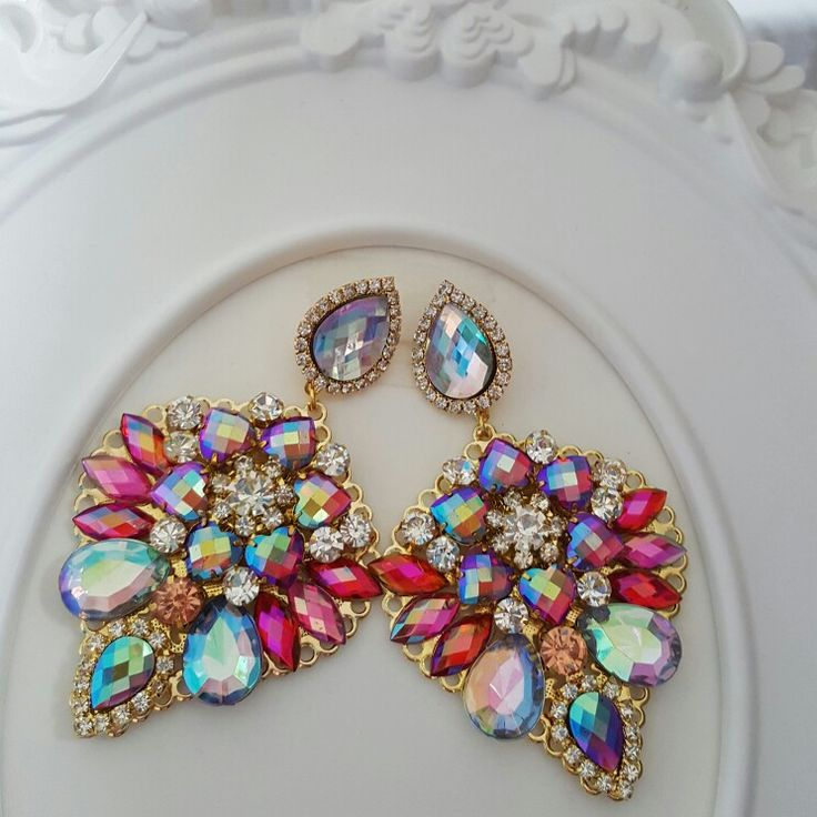 Earnings. Rhinestones. Very classy. Limited edition. You can orde yours.
