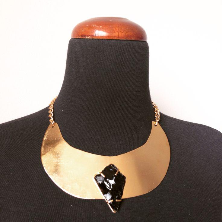 Gargantilla con piedra Obsidiana engastada. Pieza única.  #LunaRoja #Accesorios #Gargatilla #Obsidiana #Metalwork #Hechoamano #HechoenVenezuela #HechoconAmor