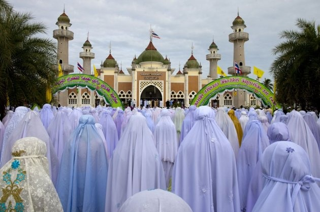 PATTANI, THAILAND: Thai Muslim women pray during the special Eid ul-Fitr morning prayer at the Central Mosque of Pattani in the southern province of Pattani, Thailand. The beautiful mosque is the largest in Thailand. Pattani is one of the four provinces of Thailand where the majority of the population (88%) are Malay Muslim.