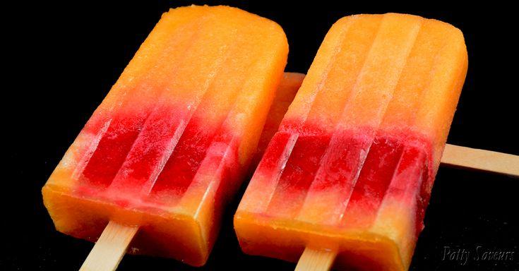 Sucettes glacées délicieusement rafraîchissantes, melon/framboises! Faire vos propres glaces est facile et rapide, il suffit d'un peu d'eau, de sucre (ou stevia) et de quelques bons fruits. De plus, un sorbet maison fait avec des vrais fruits a tellement meilleur goût que ceux du commerce qui sont la plupart du temps faits avec du sirop.