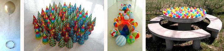 """""""Instalaciones de Javier Abad"""" http://www.oei.es/educacionartistica/primerainfancia/documentacion_artistas.php Con materiales reciclados, podemos crear situaciones que favorezcan la manipulación y la creatividad en los niños"""