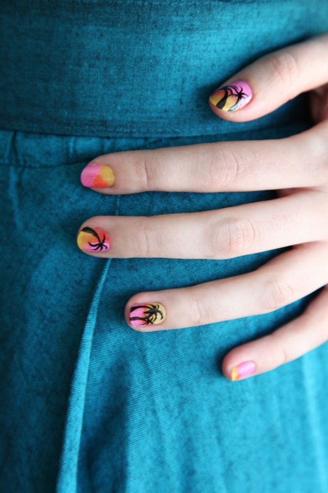 Oddly, this is where nail art began. This tropical motif was mad-popular back in the day.Sunsets Nails, Beach Parties, Parties Nails, Nails Polish, Beach Vacations, Beach Nails, Nailart Diy, Nails Art Design, Nail Art