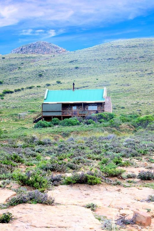 Looking for a place in the Karoo to exhale? To birdwatch and stargaze? To explore trails on mountain bike or on foot? Come to the Karoo Eco Reserve.