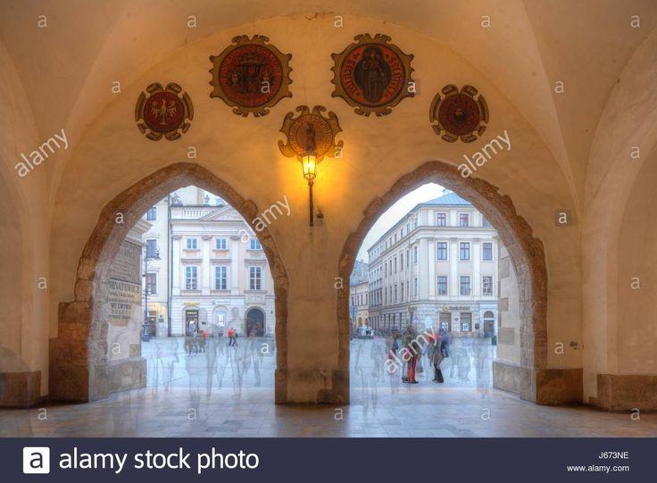 Laden Sie dieses Alamy Stockfoto Tuchhallen auf dem Rynek in der Abenddämmerung, UNESCO-Weltkulturerbe, Krakau, Kleinpolen, Polen, Europa - J673NE aus Millionen von hochaufgelösten Stockfotos, Illustrationen und Vektorgrafiken herunter.