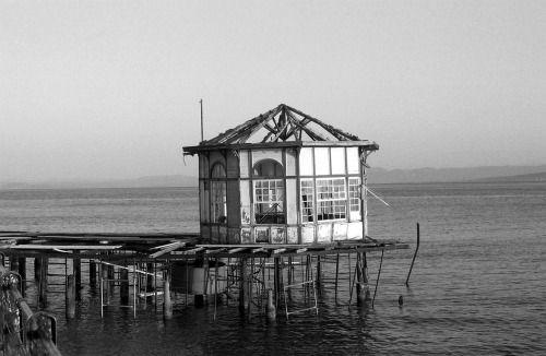 grelicks:The old kiosk by the sea… Aidipsos, northern Euboea, Greece, 2014. ΥΓ.: Ακταίον, Αύρα, Αίγλη… άρωμα επαρχιακής λουτρόπολης…