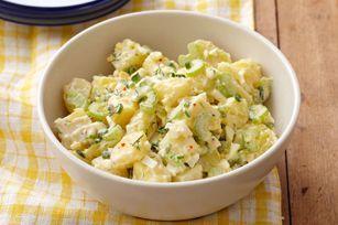 Composée d'œufs durs, de pommes de terre Yukongold et de céleri finement tranché, cette salade volera la vedette lors de votre prochain repas-partage.