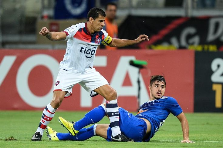 Cruzeiro empata com o Cerro no último minuto