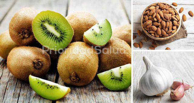 Estos alimentos protegen contra la fatiga, la depresion y el envejecimiento.rnrn1. Brócoli. El brócoli al vapor puede ayudar a reducir tus niveles de colesterol y puede mejorar deficiencia de vitamina D. Esta verdura es rica en compuestos que mitigan el impacto de las sustancias relacionadas con la alergia en nuestro cuerpo, son antinflamatorios y, además, tiene un efecto anti-cáncer.rnrn[ad]rnrn2. Kiwi. Esta fruta contiene muchos fitonutrientes y vitaminas y minerales que mejoran...