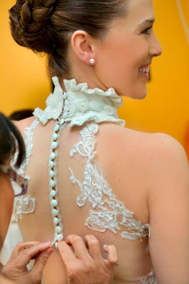 """Ρομαντικά Vintage νυφικά δαντέλα : """"d.sign by Dimitris Katselis"""" real bride . Γαλλική δαντέλα ραμμένη στο χέρι , πάνω σε μεταξωτό τούλι."""