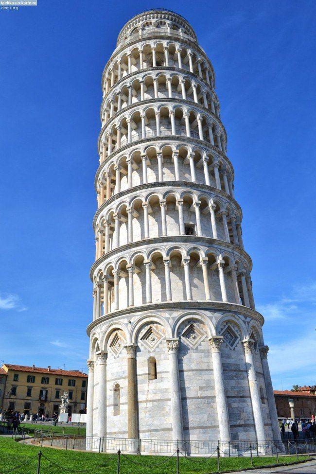 История создания Пизанской башни(продолжение)  Параметры строения Всего Пизанская башня насчитывает восемь этажей и её высота составляет 58,36 м. Диаметр башни у основания имеет около 15,5 м. От вертикальной оси сооружение отклоняется почти на пять метров (после проведенных реставрационных работ угол наклона уменьшился с 5°30′ до 3°54′). Наружные стены внизу имеют толщину около пяти метров, наверху – 2,5 м.