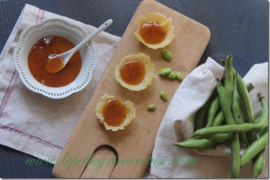 Le pellegrine Artusi: confettura di kiwi e peperone su coppette di pecor...