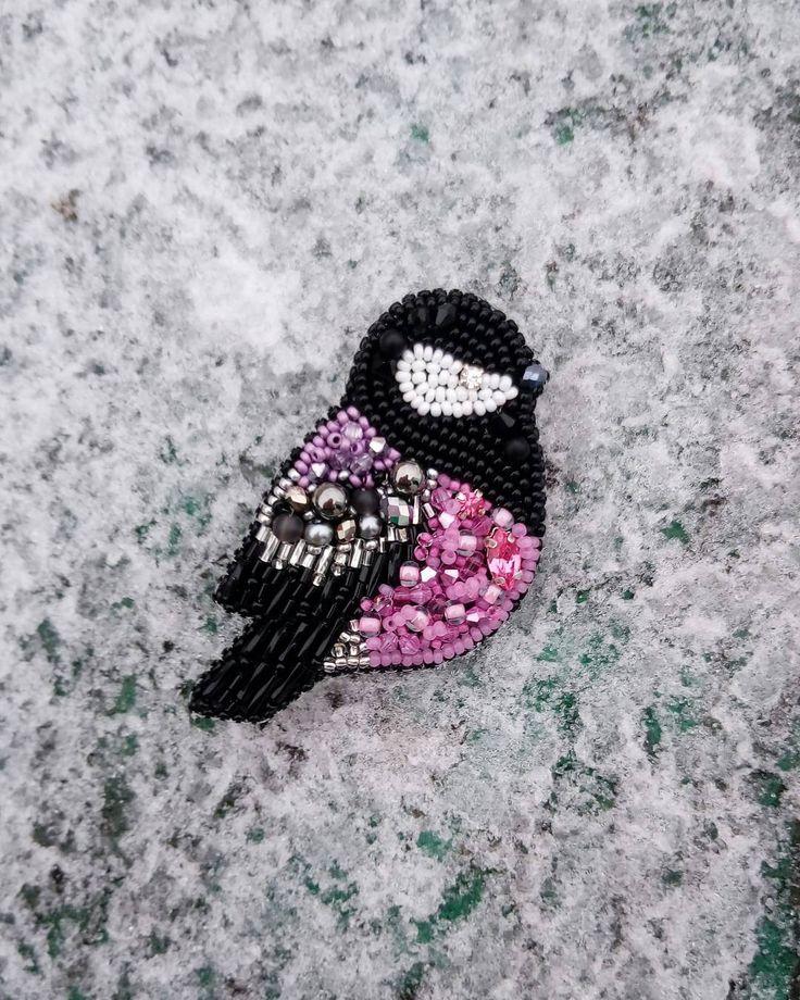Еще одна сказочная птичка -синичка:)) с нежным розовым пузиком;) В наличии и под заказ:) Стоимость броши -900р:) #брошьручнойработы #ручнаяработа #брошьназаказ #снегирь #синица #синичка #брошьсиница #синичкиприлетели #снегиречки #синичканазаказ #брошьснегирь #брошьсиница #снегирьбизбисера #tm_artbardak #ArtБардак #ksyu_artbardak #йошкарола #йошкар_ола #yoshka #yoshkarola #yoshkar_ola #yola