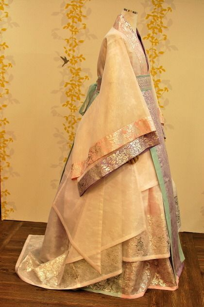 Gorgeous 한복 Hanbok / Traditional Korean dress