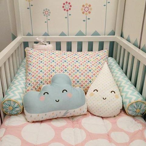 Impossível não dormir bem aqui . Kit cama, almofadas e adesivos #uauababy #uauábaby