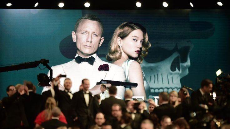 Bond... James Bond pe covorul roșu cu al 24-lea film. - http://www.facebook.com/1409196359409989/posts/1486648881664736
