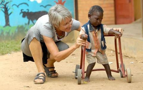 palabras de  Una anciana cuidando de un lindo niño, la caridad