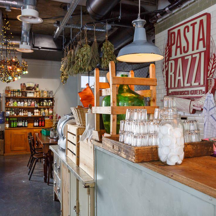 Die Teigaffen- Die Pastarazzis verwöhnen uns bereits seit einem Jahr mit frischer Pasta «fatta a mano». Die Herren am Herd verstehen ihr Handwerk und kreieren mit Leidenschaft saisonale Ravioli mit besten Zutaten. Gutes Essen lohnt sich – denn qualitativ hochwertige Produkte brauchen keine Geschmacksverstärker. Die Ravioli können auch zu Hause sehr einfach zubereitet werden: Fast Food – nur halt richtig! https://www.pastarazzi.ch