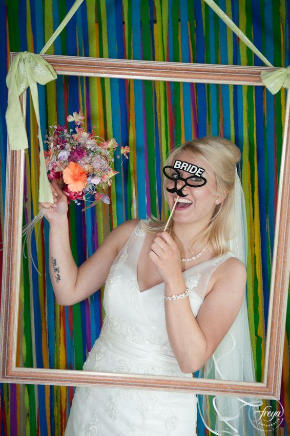 Kom je op 8 november 2015 laten fotograferen in onze gezellige photo booth op het winter wedding event bij De Breek! Japon: Het Boudoir, Kapsel: DieJosien, Make-up: Salon Cécile Mooijer, boeketje: Blooms, Fotografie en photo booth: @FreyaElders - http://www.trouw-partners.nl/winter-trouwbeurs-bruiloft-trouwevenement/