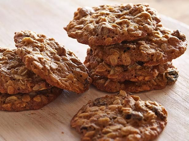 With a few step-by-step instructions you can learn how to make classic oatmeal cookies.