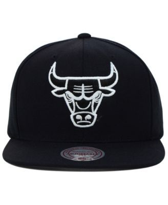 Mitchell & Ness Chicago Bulls Team Snapback Cap - Black Adjustable