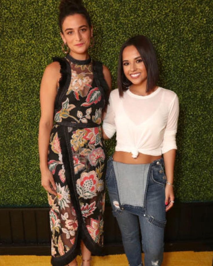 """""""Mi piace"""": 141, commenti: 1 - Becky G. Updates  (@beckyguptodate) su Instagram: """"Jenny Slate and Becky attend the Premiere Of Universal Pictures And Illumination Entertainment's…"""""""