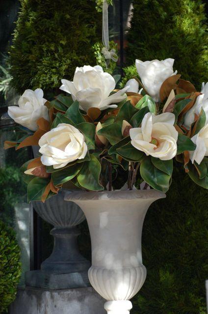 Magnolios artificiales blancos