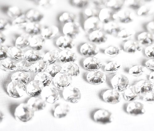 Diamond Gems Acrylic Confetti Clear 1000 Pack -- Only $8.99 ** Free Shipping -- If diamonds live forever, then 1000 Diamond Confetti Gems would be a wonderful addition to any wedding reception or romantic event. These high-grade acrylic gems transmit 92% of the light received. The diamond like cuts reflect a glittering light that looks amazing in well lit rooms or when placed near candle light. -- www.GadgetPlus.ca