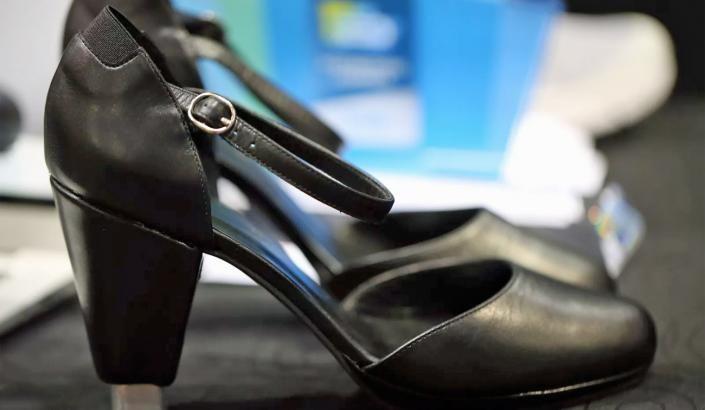 Högklackade skor som ändrar höjd | Mobil