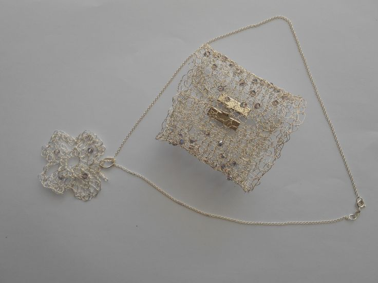 Knitted brachelet and necklace with silver plated wire, and Swarofski crystalsand silver 925o!!