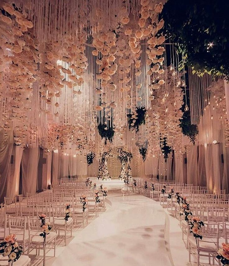 ♡This is breathtaking! Wedding decor by @lidseventhouse. Photography by @andrew_bayda #weddingsonpoint