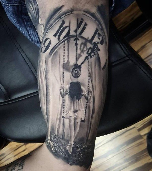 Tattoo Uhr mit Mädchen