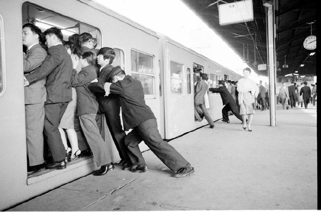 John BULMER :: World Assignments :: Tokyo, 1963 for Sunday Times