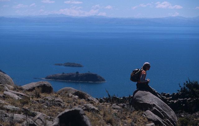 Der Titicaca-See ist der zweitgrößte See Südamerikas. Er umfasst eine Fläche von 8.562 km². Der See liegt 3.820 m über dem Meeresspiegel und stellt somit das höchstgelegenste, schiffbare Gewässer der Welt dar. (Foto: Renzo Giraldo / PromPerú)