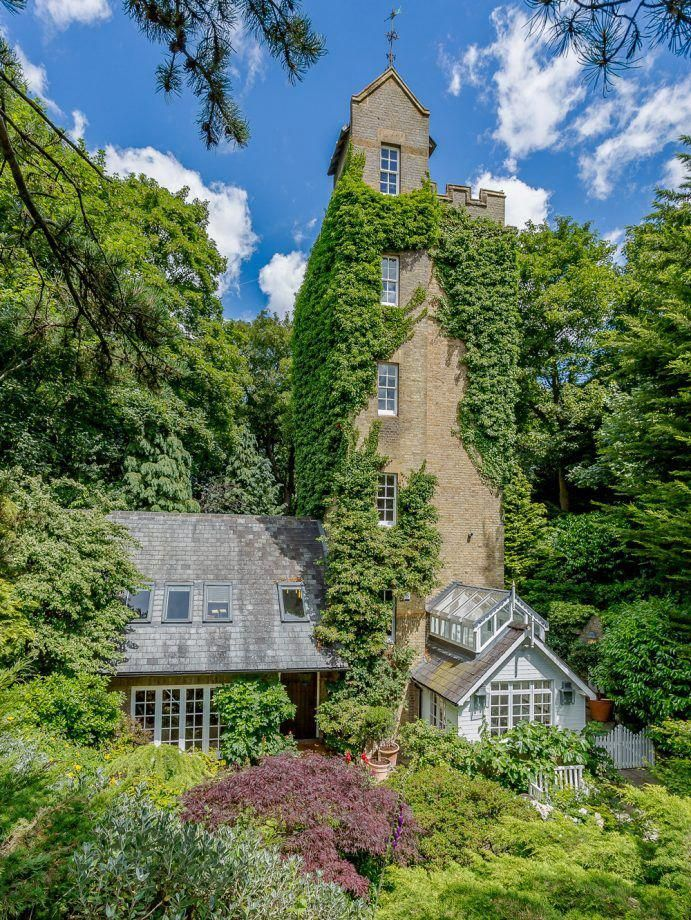 This Converted Old Water Tower Takes Quirky Homes To A Whole New Level The Old Tower Is A Stunning Victorian Structur Water Tower Victorian Homes House Design
