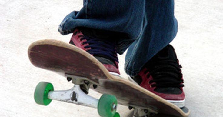 Cómo hacer que tus rodamientos vayan más rápido en una tabla de skate. Los rodamientos de las ruedas de una tabla de skate están diseñados para girar libremente y de manera fácil mientras reciben tanto presión como revoluciones repetidas. El mantenimiento correcto y la lubricación de los rodamientos puede hacer que giren más rápido y mejoren su vida útil y rendimiento. El procedimiento es relativamente simple, pero ...
