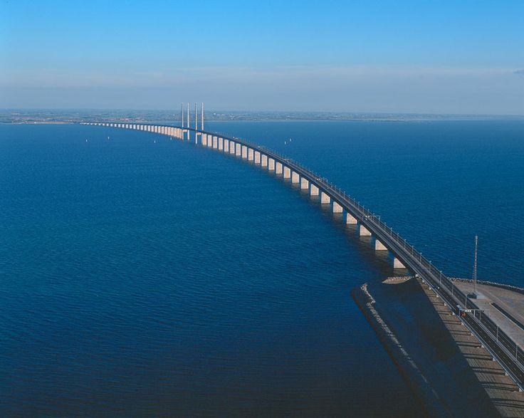 This unique roadway connects the Danish capital of Copenhagen to the Swedish city of Malmö. The Øresund