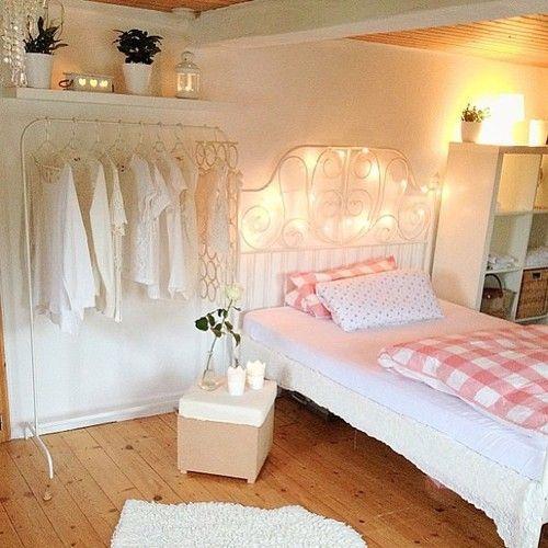 Kleiderstange neben dem Bett – Apartment – #Apartment #Bed #Clothes rail # next