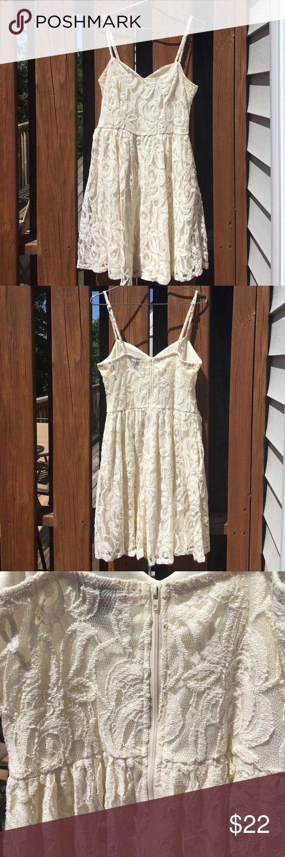 Fire Los Angeles cream Summer Sleeveless Dress M Adorable cream summer dress with liner. Has a zip up back and adjustable spaghetti straps. Flattering sweetheart neckline! Fire Los Angeles Dresses Mini