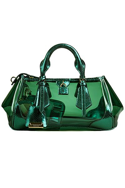 An emerald green Burberry hand bag to complete your look for a leisurely lunch at The Knolls! #Capella #fashion #Spring #Summer #bags #luxury #TheKnolls