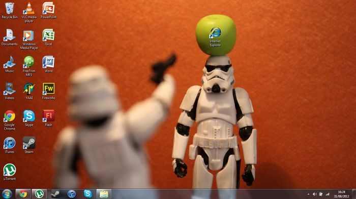 51 Hilariously Genius Desktop Wallpapers That Will Make You Look Twice Desktop Wallpaper Creative Desktop Humor