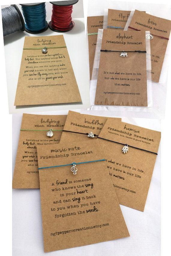 Boeddha vriendschap armband  Elke ochtend we wedergeboren zijn. Wat wij vandaag doen is welke kwesties het meest.   Zilveren Boeddha charme op gewaxt katoen koord. Eenvoudig binden deze armband met een knoop of kies de versie van Slip knoop voor een verstelbare pasvorm.   DETAILS:  Lengte ~ instelbaar van 6-10 inch omtrek of stropdas knoop - 10 lange Boeddha Charm ~ 8 x 9 mm  Selecteer een snoer kleur & sluiting van de drop-down menu.   LEVERING:  Alle Armbanden zijn verpakt in een duidel...