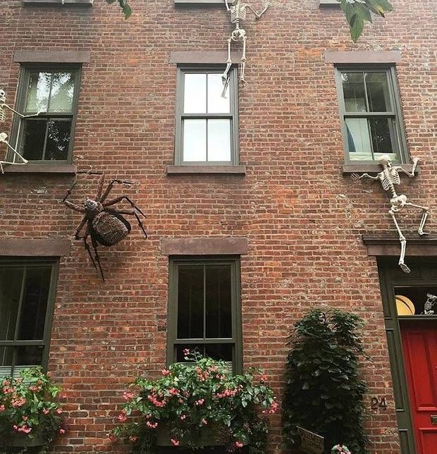 15 instagrams to follow to experience fall in new york fun halloween decorationsbrick