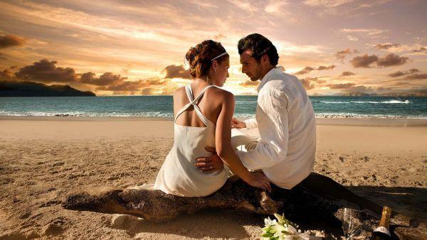 #couple #love #boy #girl #beach #hd_wallpaper #kiss #lovely_couple. http://alliswall.com/love/couple_in_love