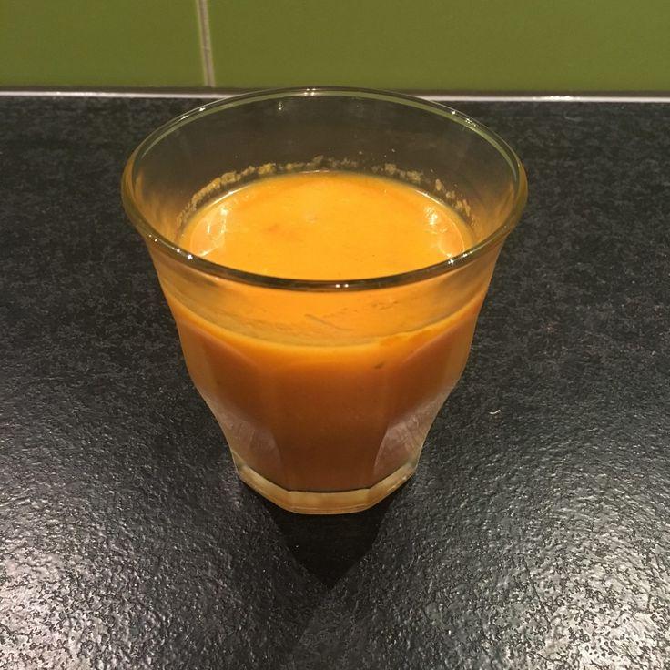 Een simpel recept voor een heerlijke groene soep. Eigenlijk een oranje soep, namelijk een paprikasoep. Makkelijk te maken en super gezond!
